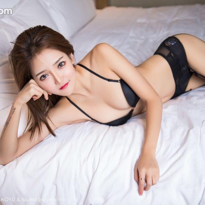 Bộ ảnh gái sexy khoe cơ thể bằng thời trang gợi dục