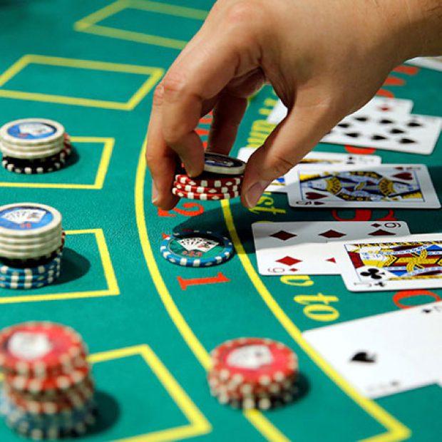 Cách để đánh bại nhà cái dễ dàng khi chơi Blackjack